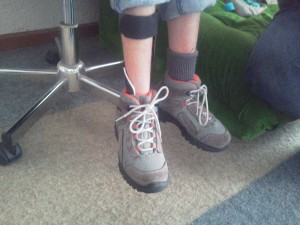 Orthèse releveur de pied dynamique InnovPulse dans une chaussure d'enfant